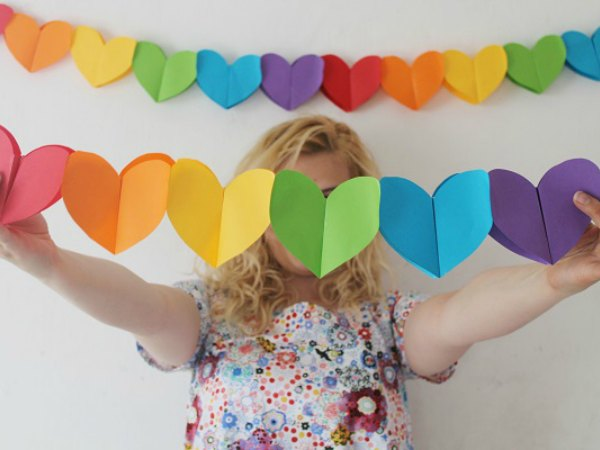 guirnaldas papel corazones colores - Como Hacer Una Guirnalda