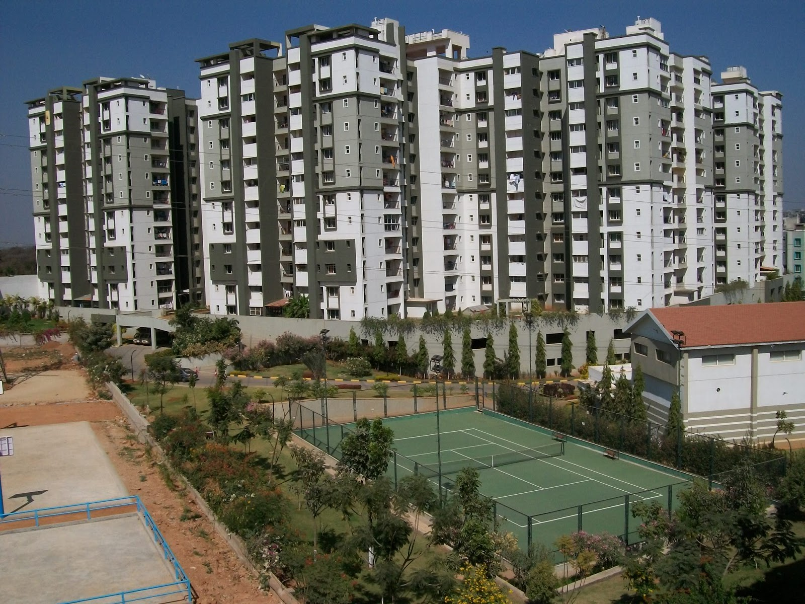 Life in bangalore sobha daffodil apartments photo album for Apartment complex layout