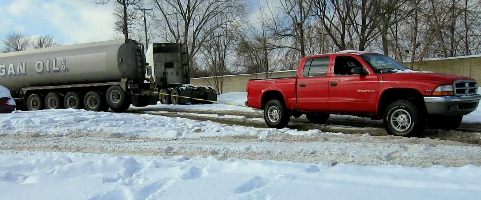 4.7 V8 Dodge Dakota Rescures Semi Truck from Deep Snow