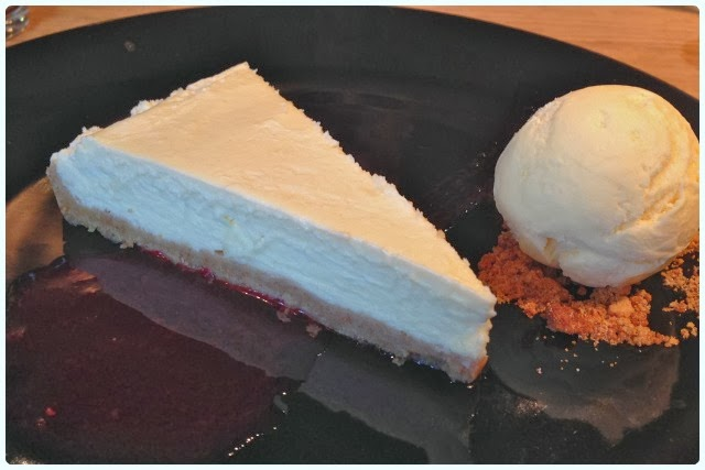 Yew Tree Inn, Anglezarke - White Chocolate Cheesecake