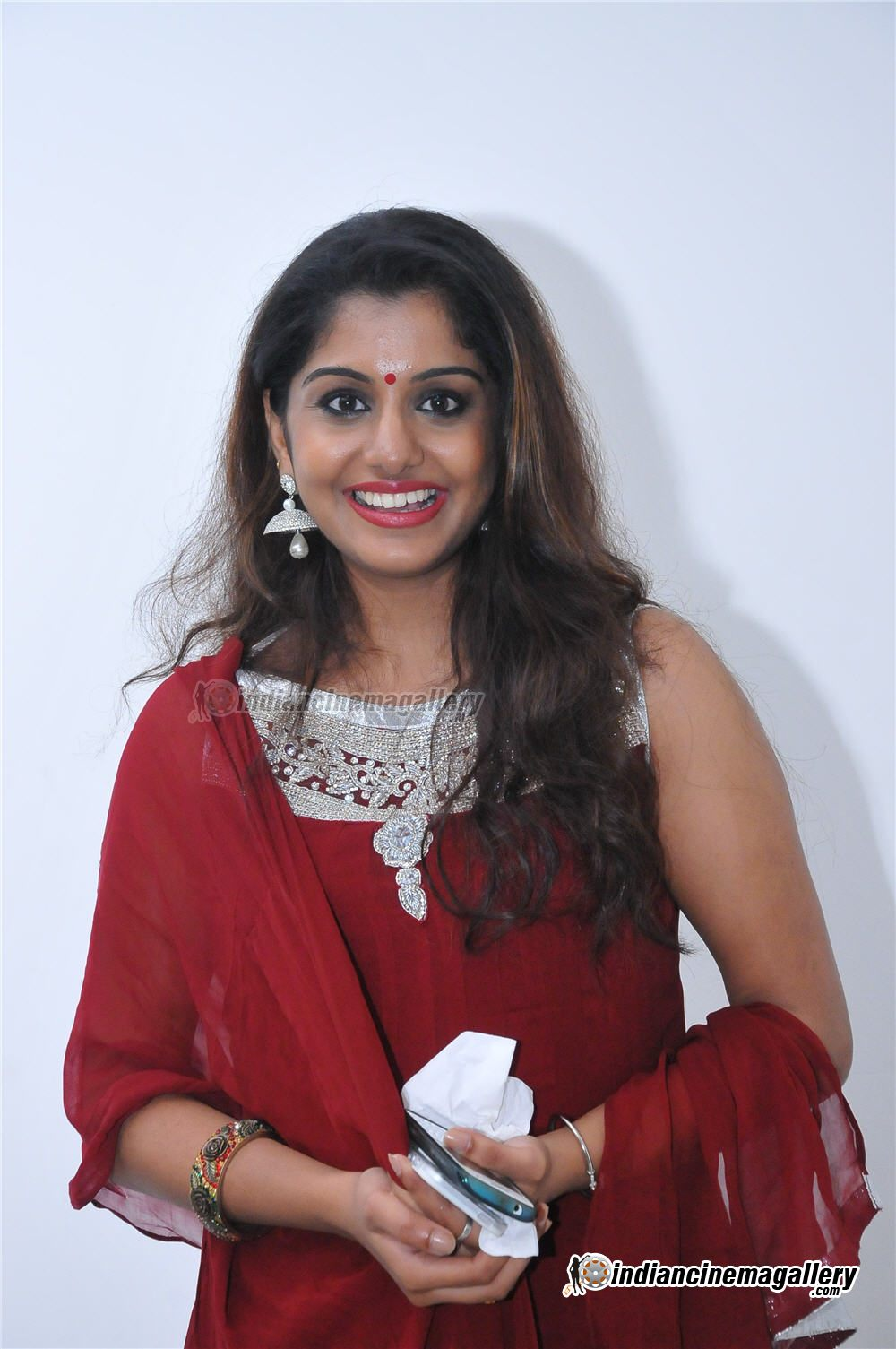 Actress navya nair navel show captured in pen cam by driver - 3 8