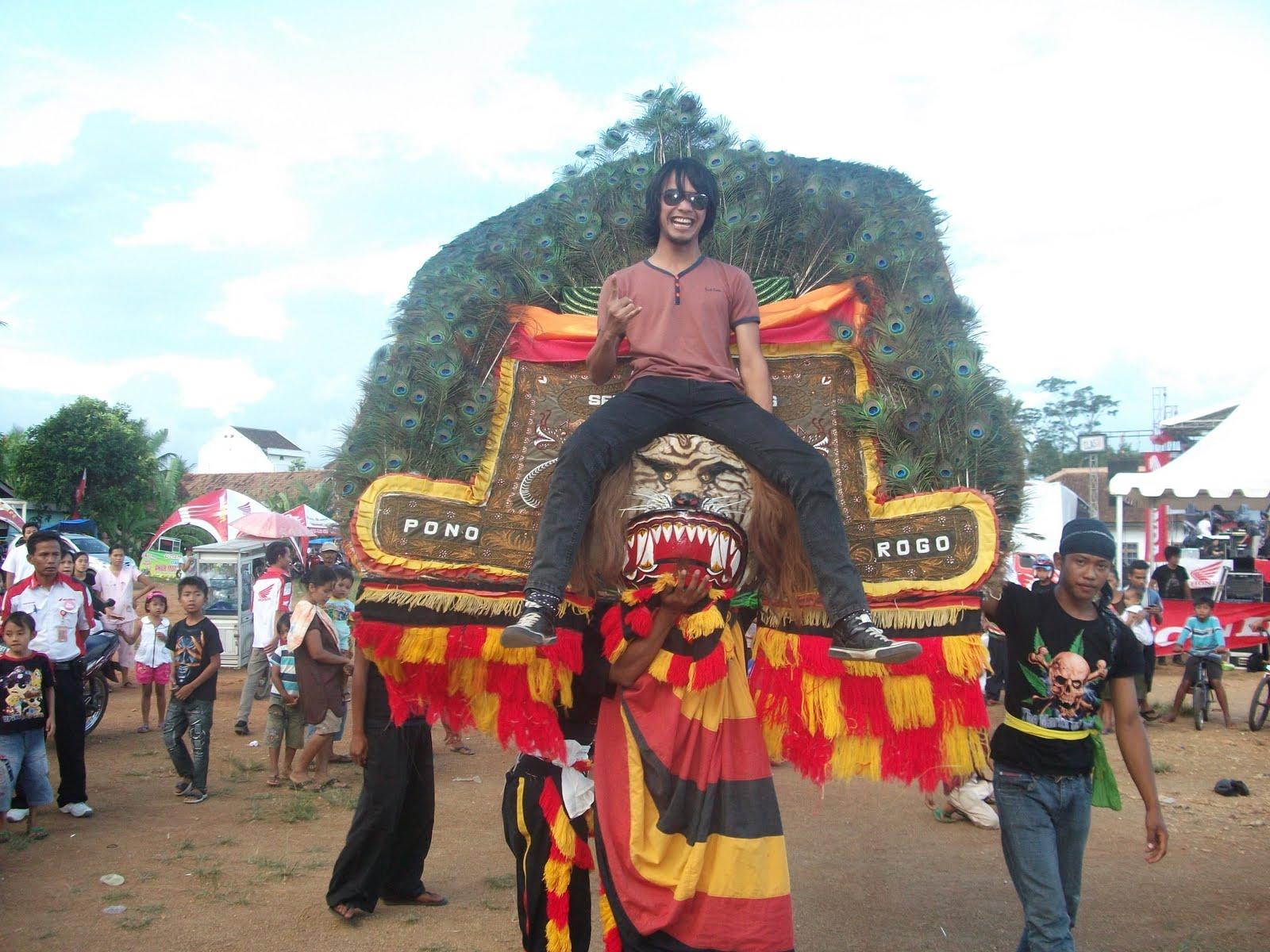 Reog Ponorogo Tanggamus Dinaeki oleh Vokalis Hipo Band