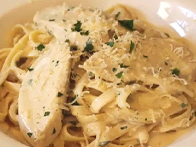 HOW TO COOK: HOW TO COOK CHICKEN FETTUCINE ALFREDO