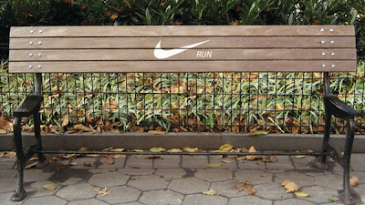 Рекламная скамека компании Nike -  НЕ СИДИ, БЕГИ