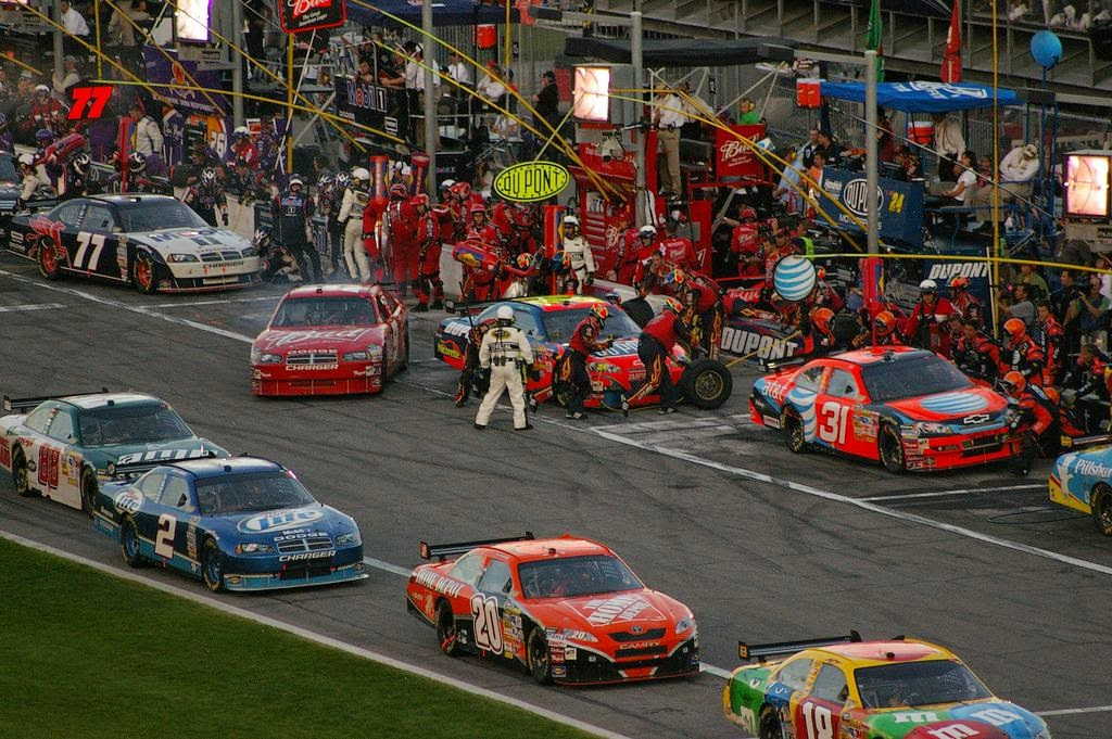 daytona 500 cars pit