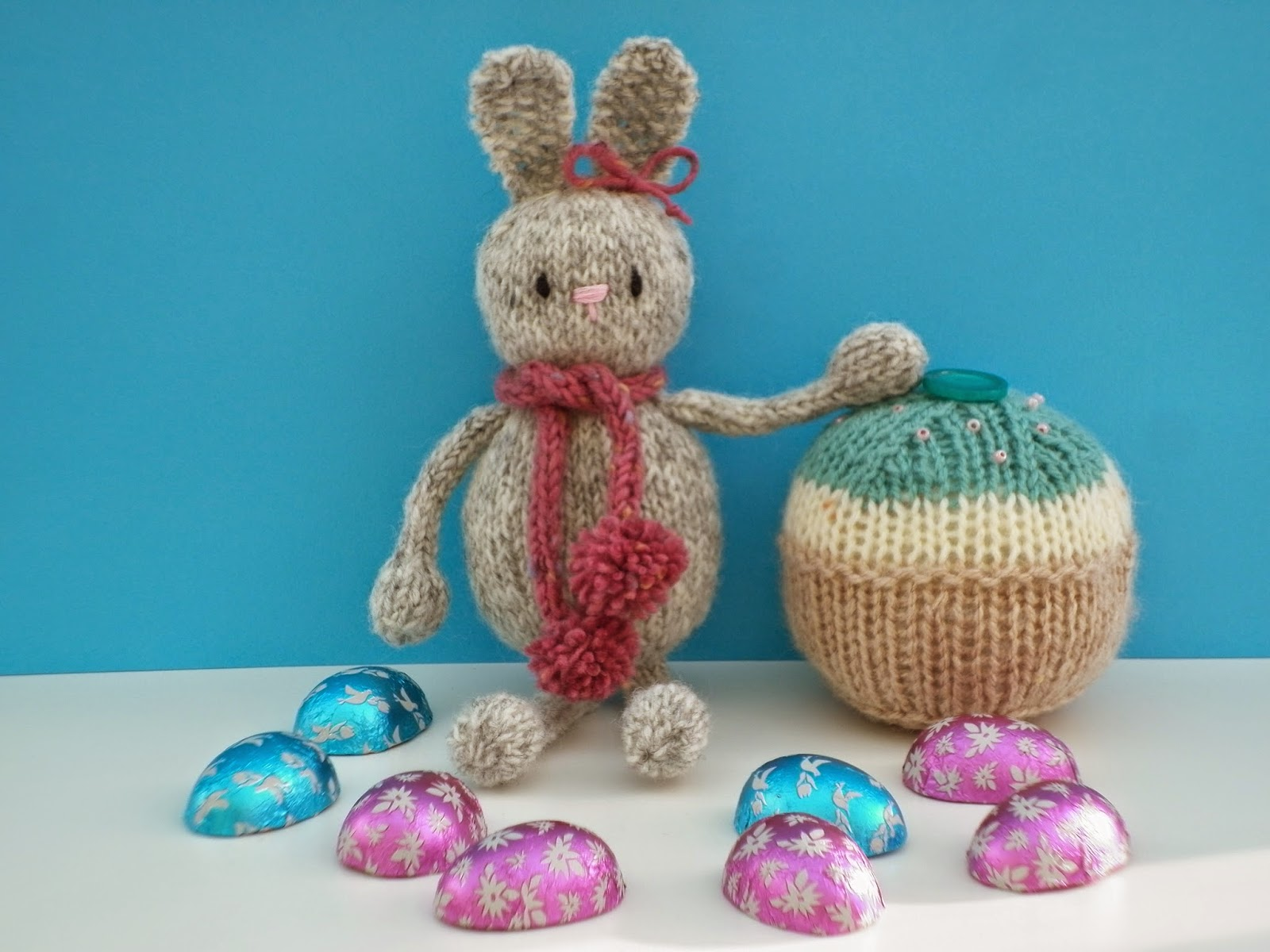 Pattern For Knit Infinity Scarf : A Free Knitting Pattern - Knitted Easter Bunny