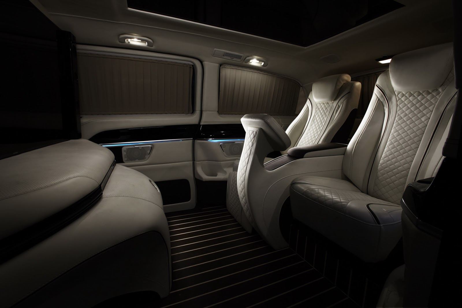 New mercedes benz metris is north america 39 s v class for Interieur 2015