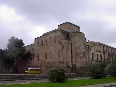 Bisanzio chiesa della magione chiesa della ss trinit - Pilastri portanti incassati in una parete ...