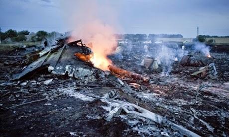 mh17, gambar mh17 jatuh terhempas, cerita mh17,punca mh17 jatuh terhempas, siapa tembak mh17 jatuh, punca mh17 terhempas, senarai nama penumpang mh17, siapa pilot mh17, gambar juruterbang mh17, mh17, pesawat MAS MH17