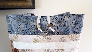 Log Cabin Tote Bag embellishments