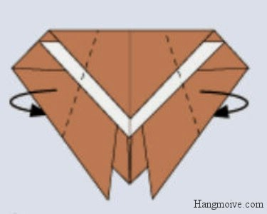 Bước 6: Gấp 2 cạnh 2 bên của hình kim cương xuống dưới để tạo thành thân con ve sầu.