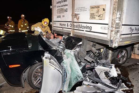 سائق محظوظ ينجو من الموت باعجوبه