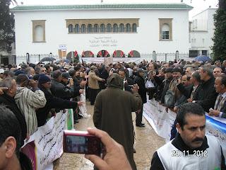 المديرون ينظمون وقفات احتجاجية أمام