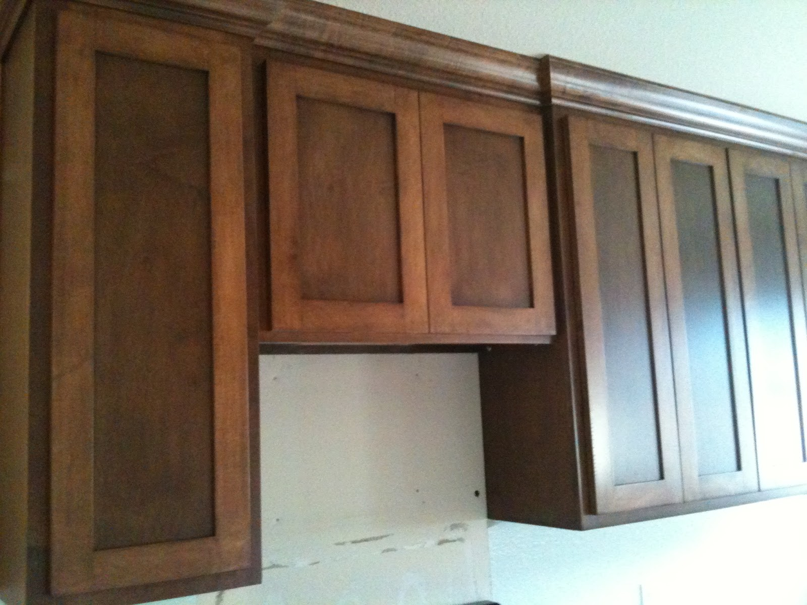 Cinsarah: Cabinets Stained and Installed