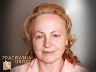 delikatny makijaż dla kobiety dojrzałej, lekki makeup dla cery dojrzałej