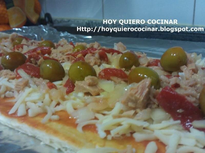 http://hoyquierococinar.blogspot.com.es/2014/02/pizza-casera-de-atun.html