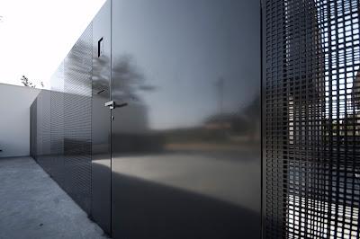 Detail pagar rumah minimalis hitam putih