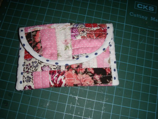 Hook n needle creations patchwork business card holder tutorial i used scraps fabric to sew this patchwork business card holder you dont need to have a lot of fabric for this pattern reheart Image collections