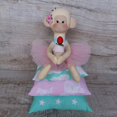 выкройка обезьяны тильда, тильда принцесса на горошине, обезьянка с пироженкой, пироженное тильда
