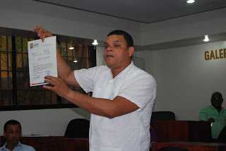 Regidor Geovanni Bruno acusa administración de entregar obras grado a grado en violación a la Ley Municipal y de Licitación y compra