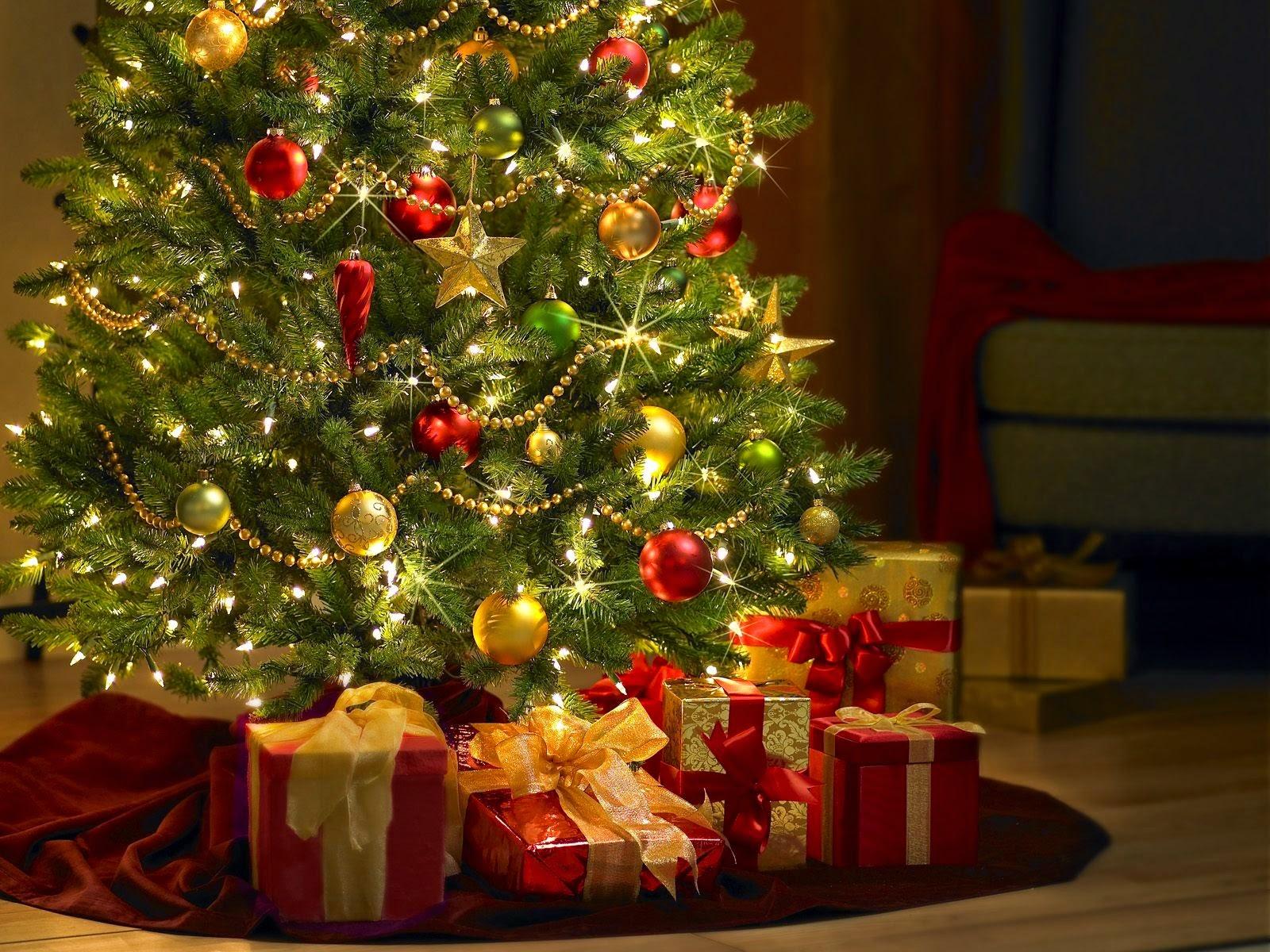 imagenes de navidad - adornos navideños  - arbolitos para navidad - bolas - moños - regalos