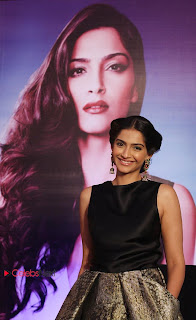 Sonam Kapoor Pictures at L�Or�al Paris Sunset Collection Launch  0009