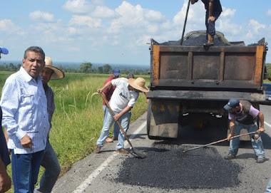 Más de 400 toneladas de asfalto ha esparcido el Inmivi en Alberto Adriani