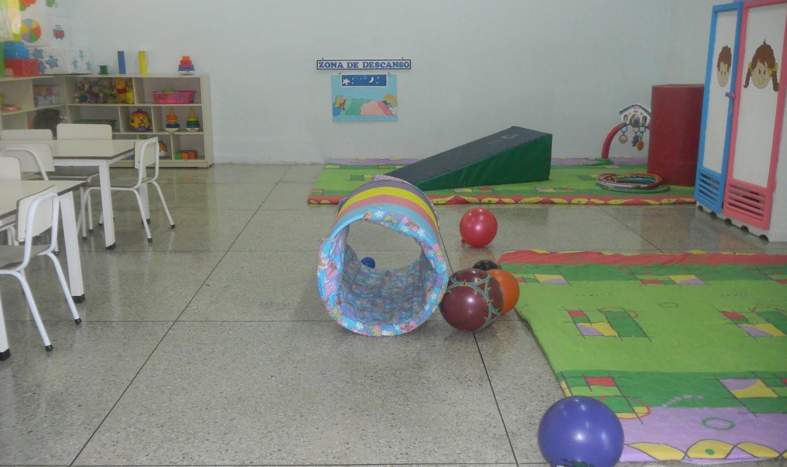 Ambientaci n del aula de maternal angelindis for Decoracion de espacios de preescolar