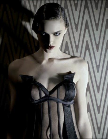 corset transparent noir lingerie la perla blog lingerie vanessa lekpa