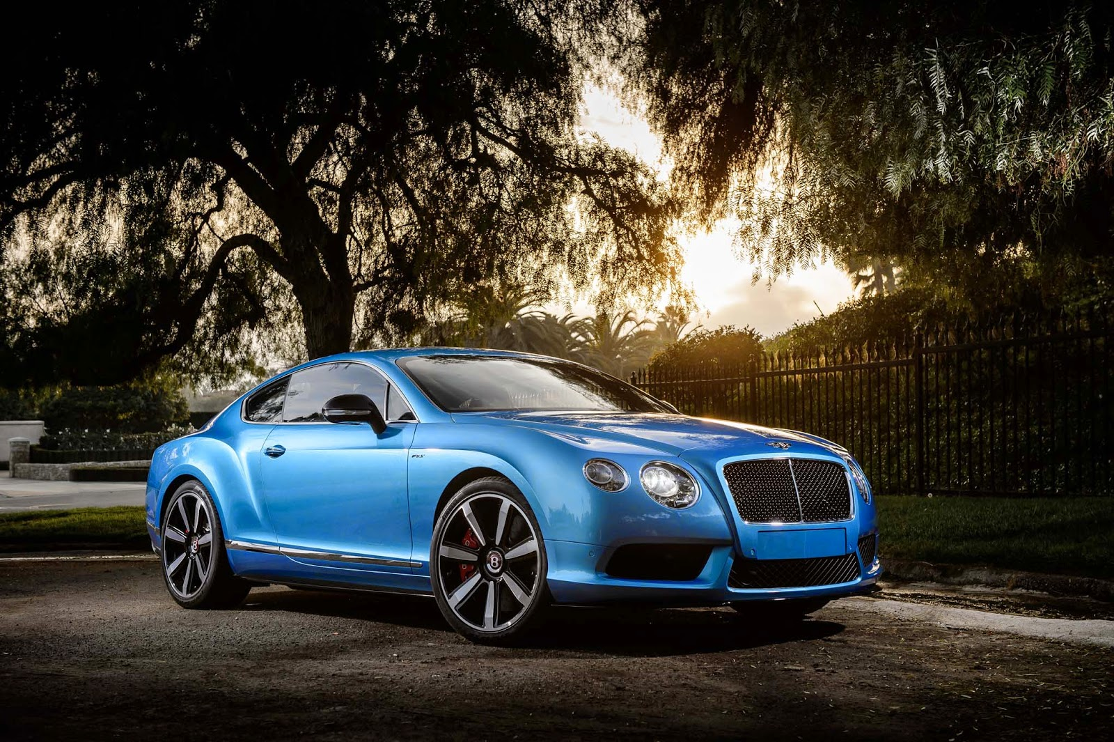 Bentley Continental GT V8 S Front View Image