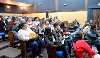 Conselheiros do Comdema assistem à apresentação sobre o desenvolvimento do plano de resíduos sólidos