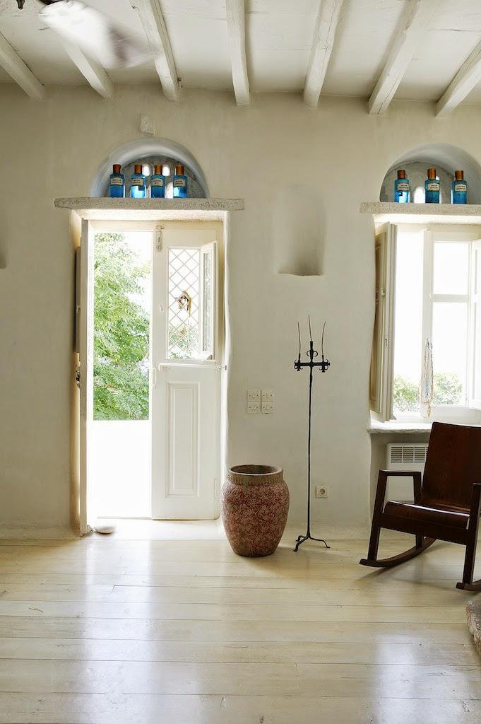 Griechischer Charme im Design holt den Sommer unwillkürlich ins Haus