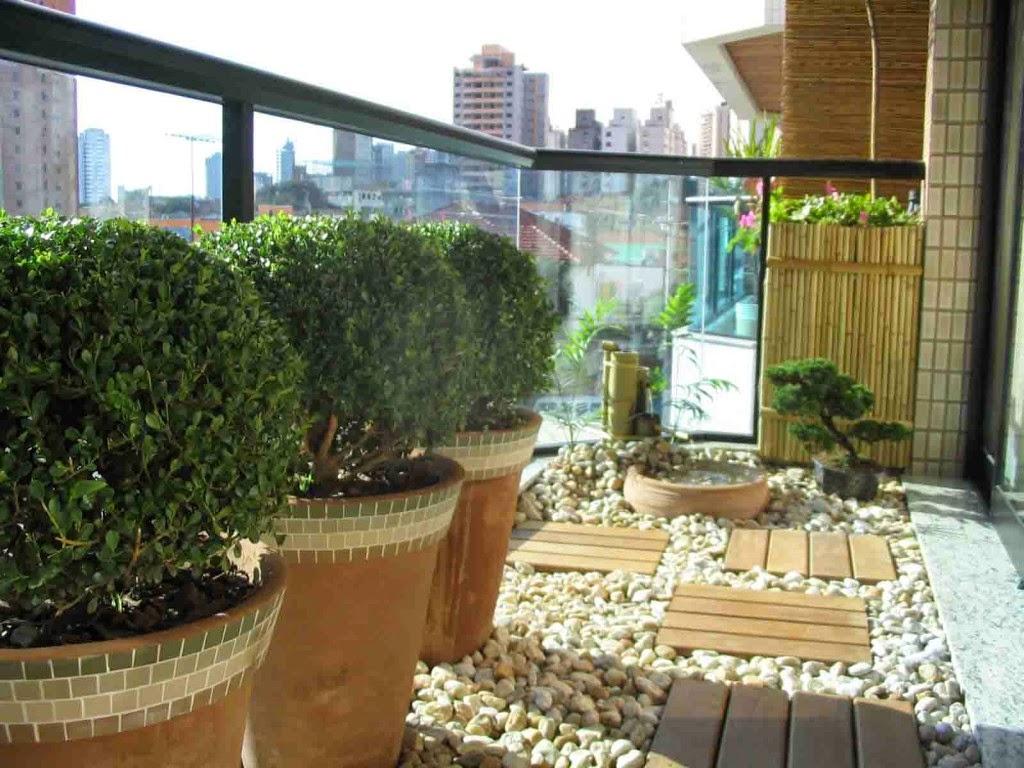 Consejos para decorar jardines en terrazas y balcones for Decoracion de patios con macetas