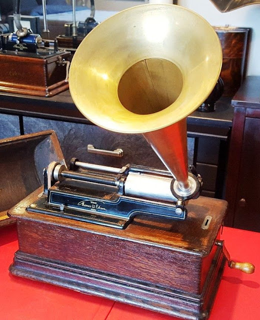 cylinder phonograph explained how old record players work gadget explained. Black Bedroom Furniture Sets. Home Design Ideas