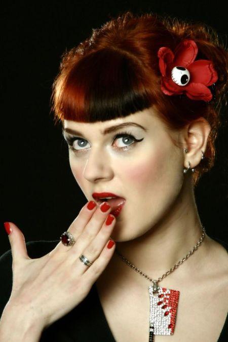 Ivana Gretel Macabre deviantart fotos modelo ruiva pin-up Com sono