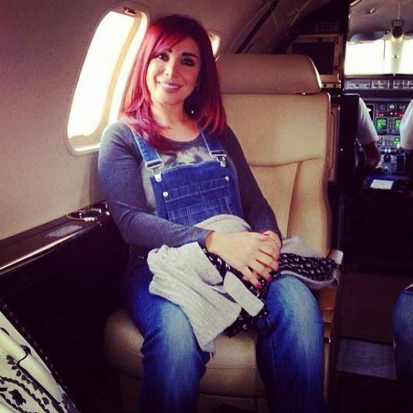 بالصور بدلة جينز تُظهر ألين
