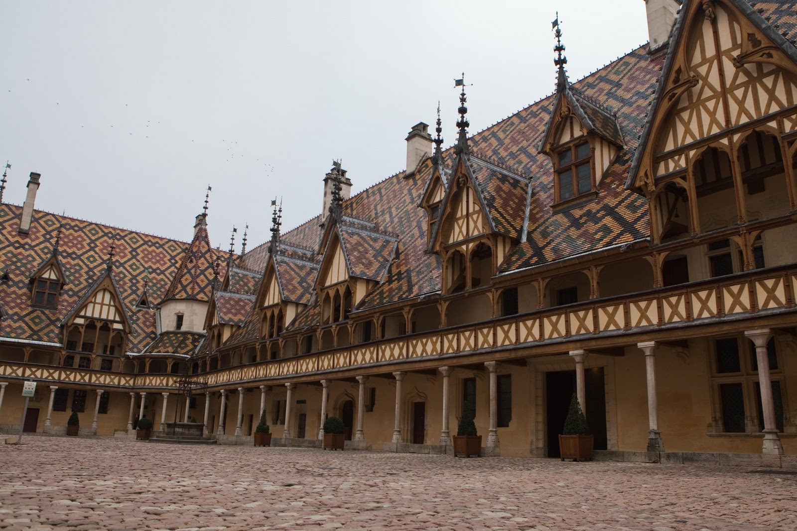 Life of a lil notti monkey hospice de beaune france for Hotels beaune
