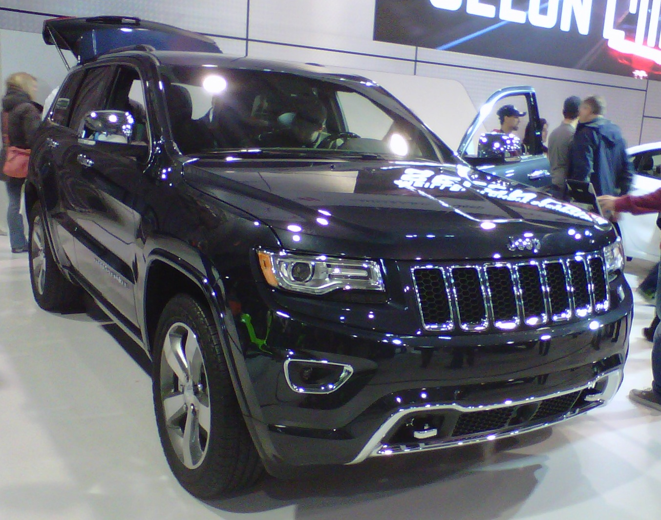 2014 Jeep Grand Cherokee front view