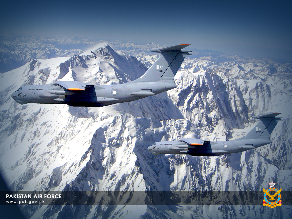 Pakistan Air Force IL-78 Refueling Aircraft Formation Wallpaper