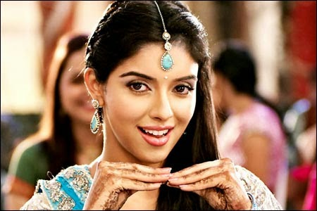 Asin invites Bollywood actors to her farm house