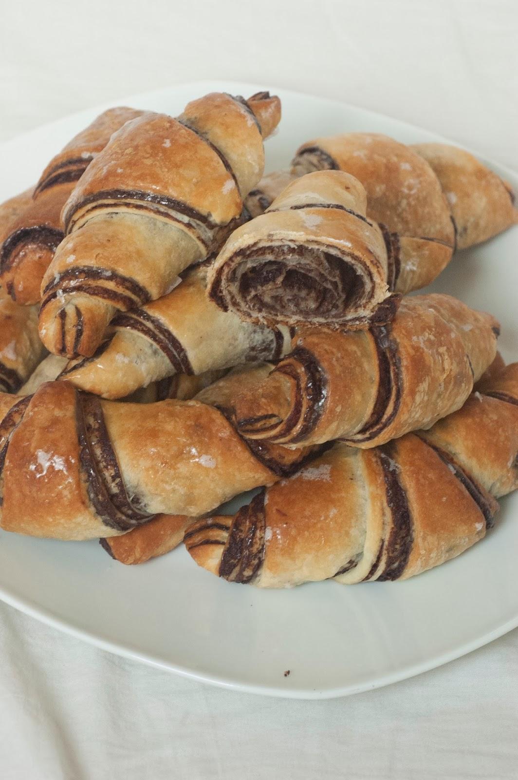 רוגלך שמרים קלאסי במילוי שוקולד מריר