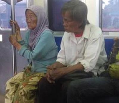Pelajaran Tentang Rezeki Dari Sepasang Suami Istri Tua di Kereta