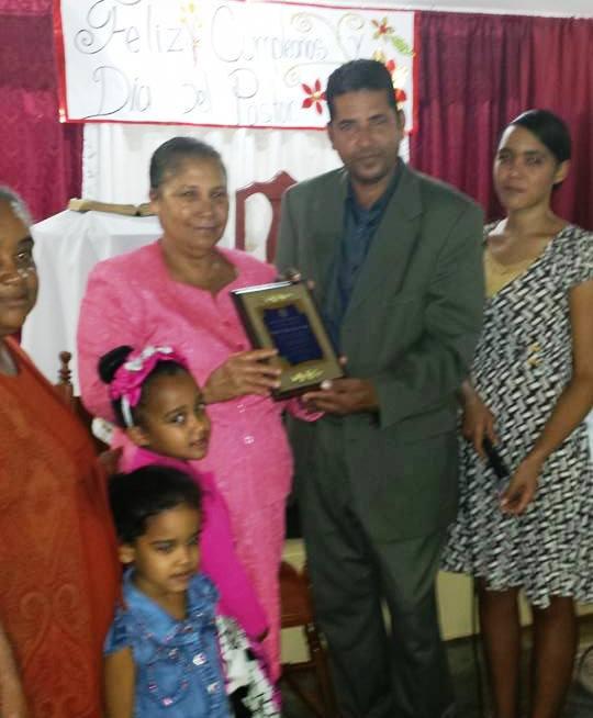 En Bohechío iglesia cristiana reconoce labor Pastor Orlando Tejada