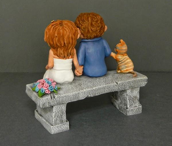 top cake sposi torta nuziale sposini panchina mano nella mano orma magiche