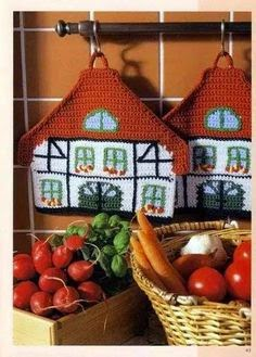 Agarradera al crochet con forma de casa suiza