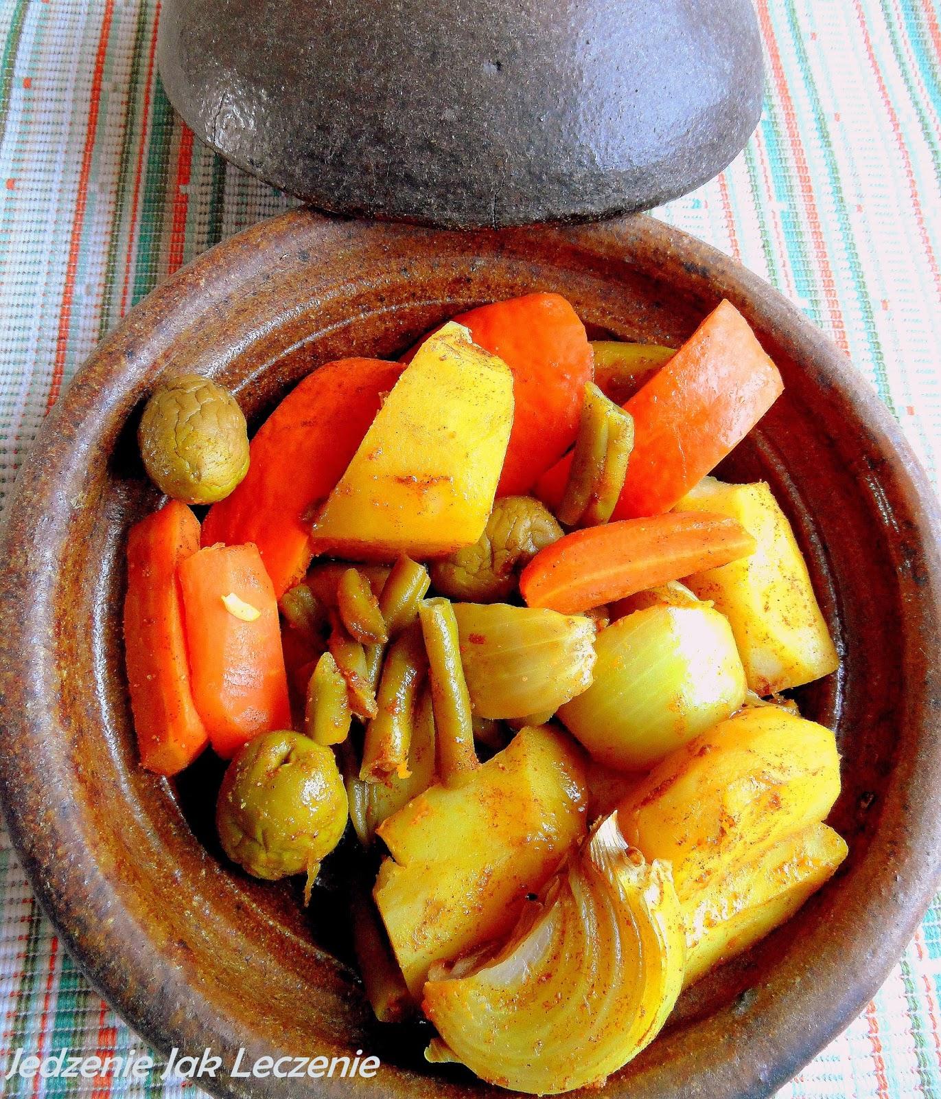 wegański wegetariański obiad pieczona cukinia ziemniaki warzywa z pieca