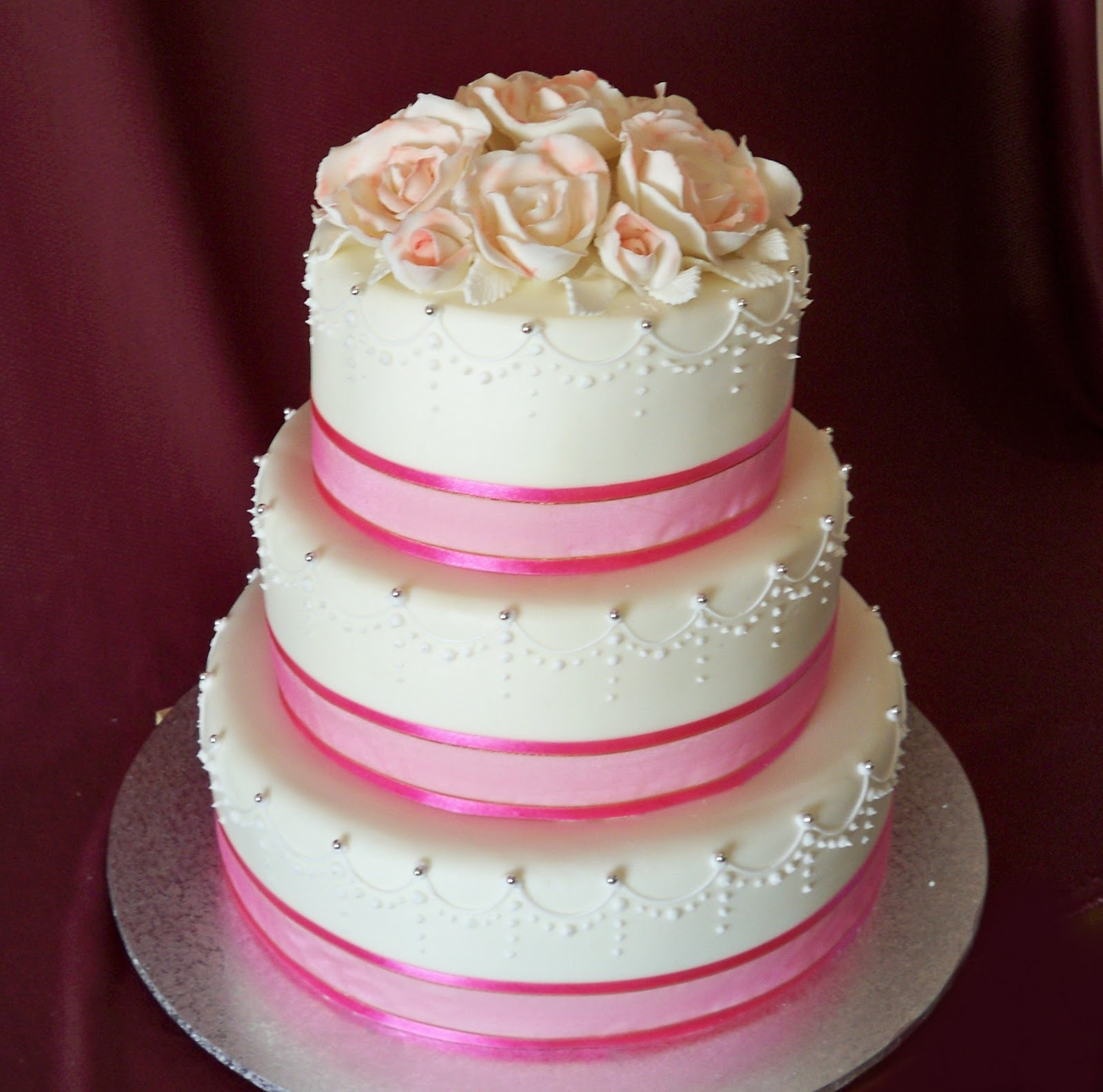 snow white and rose red wedding cakes | Elisabeth\'s Wedding Cakes