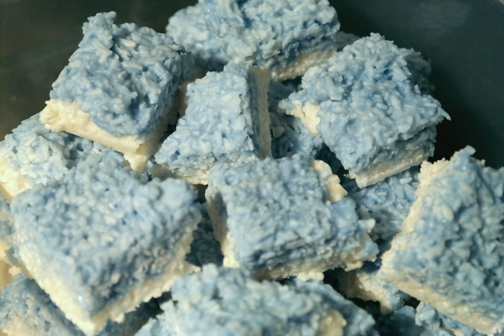 How to make blue and white coconut ice