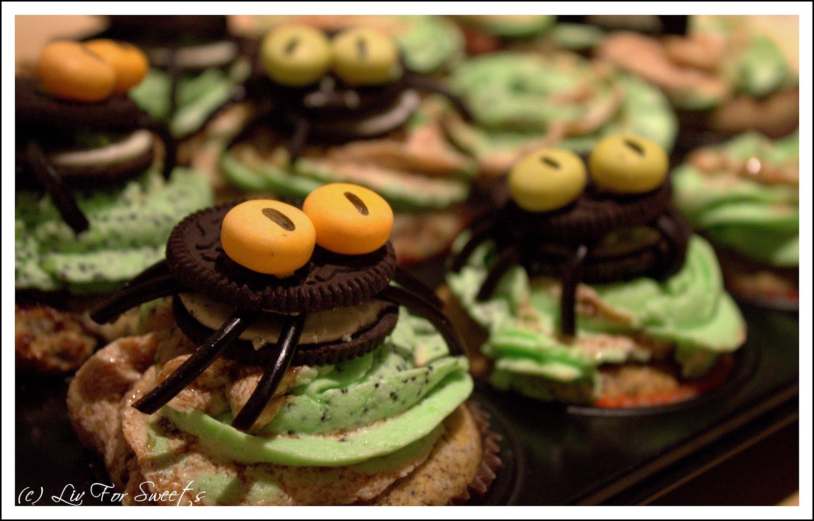 Cupcake-Topper Spinne aus Keks, Lakritzschnecke, Mentos, Rezept, Anleitung, Halloween, Thermomix