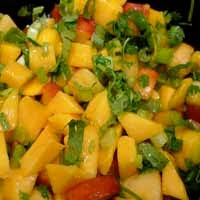 Weight loss recipes : Peach-Mango Salsa with Pita Chips